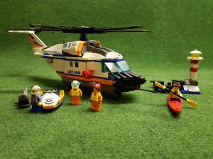 Fet helikopter med några mindre kringbyggen