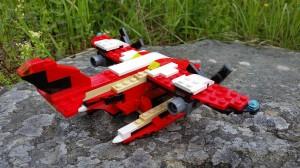 Med motorns utblås under vingen får vi en bättre modell