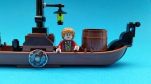 Skölden döljer skarven mellan de sammanfogade roddbåtarna.