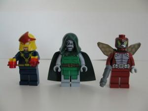 Tre mugshots - Nova och skurkarna Dr Doom och Beetle.